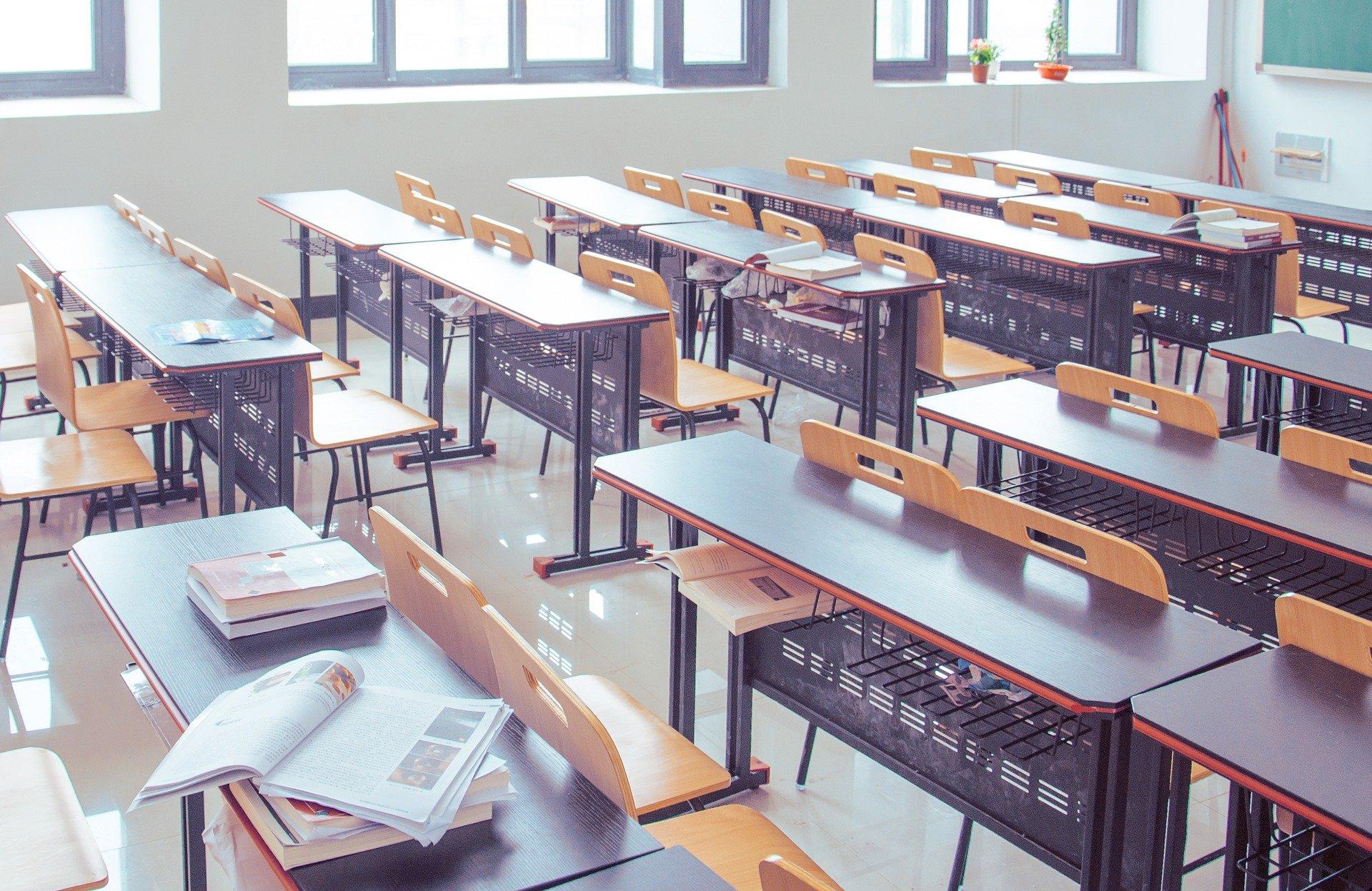 Video: Majú zostať školy zatvorené? Nie sú na to žiadne pádne dôvody