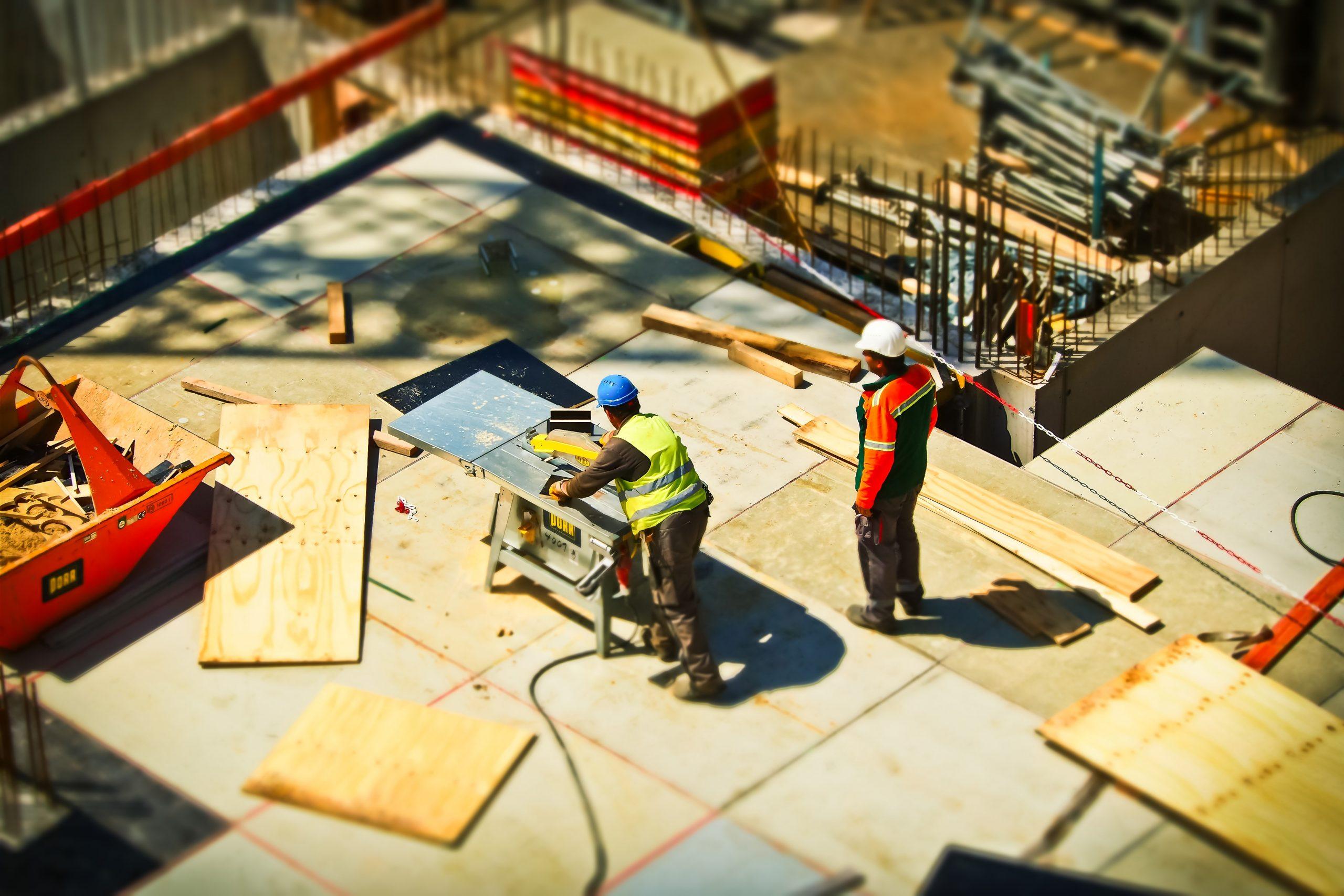 Podľa 75 % stavebných podnikov koronakríza ešte viac zhoršila zlú situáciu na trhu stavebných zákaziek; problémom je najmä stagnujúca verejná výstavba